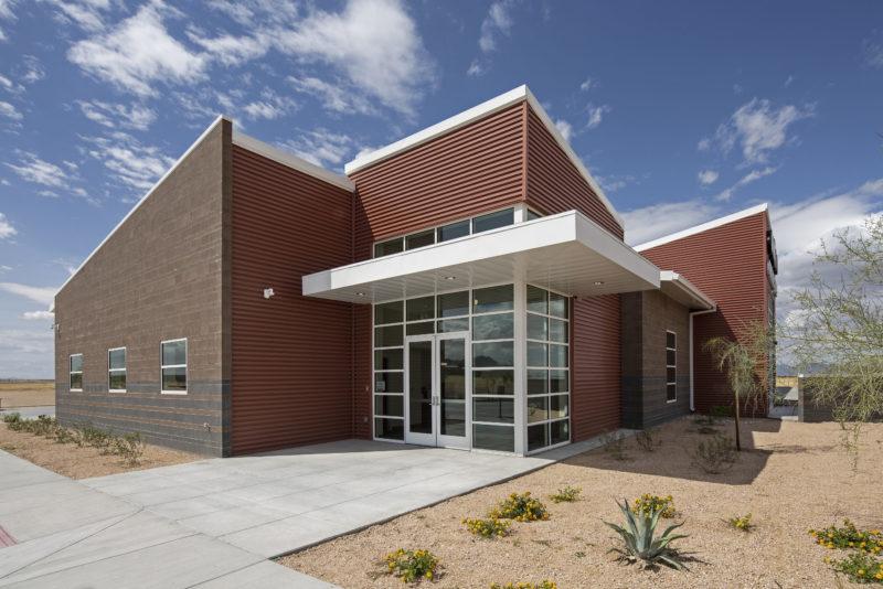 Dynamic Desert Design | Metal Architecture on desert small homes, desert modern homes, desert dome homes, desert pool homes, desert sustainable homes,