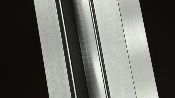 Finish mimics stainless steel
